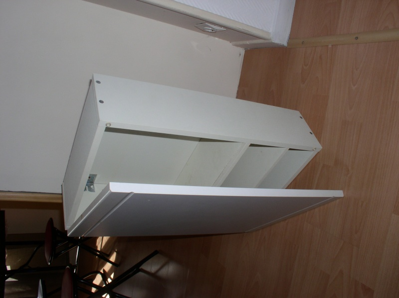 conseils brico repeindre un meuble de salle de bain. Black Bedroom Furniture Sets. Home Design Ideas