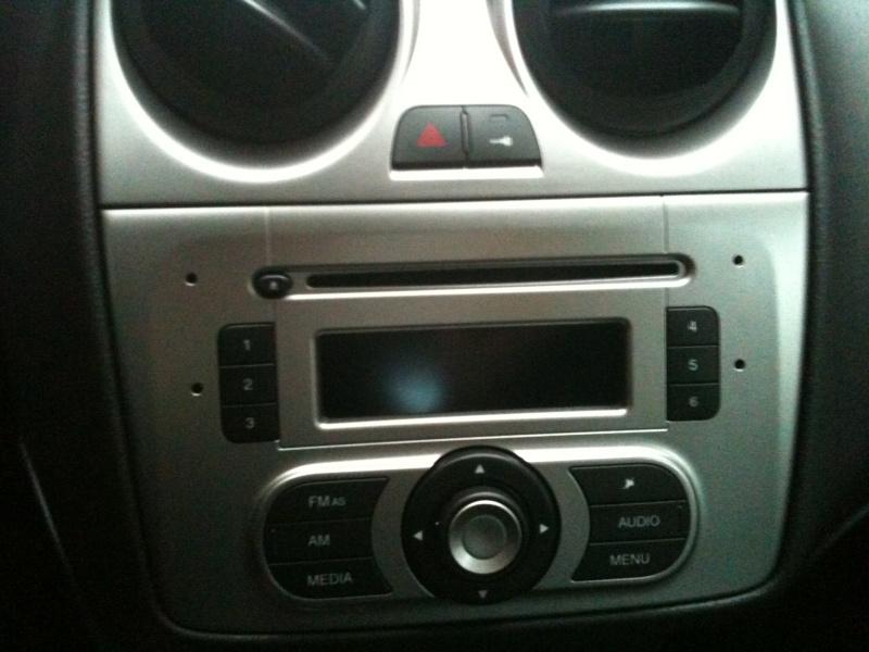Tutoriel changement d 39 autoradio 2 din de votre alfa for Antenne autoradio interieur