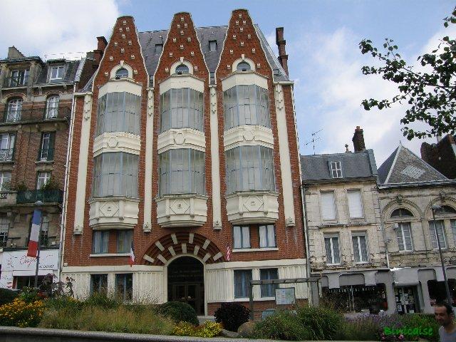 Saint Quentin. Le nez en l'air...... dans Paysages urbains et autres p8301419