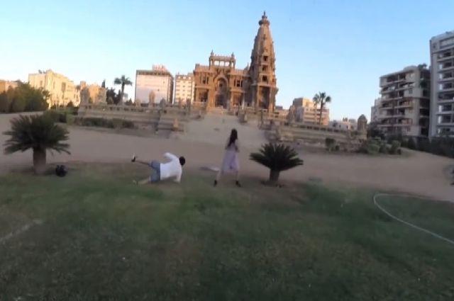 فيديو البارون يضرب ممثل ويرفعه __10.jpg