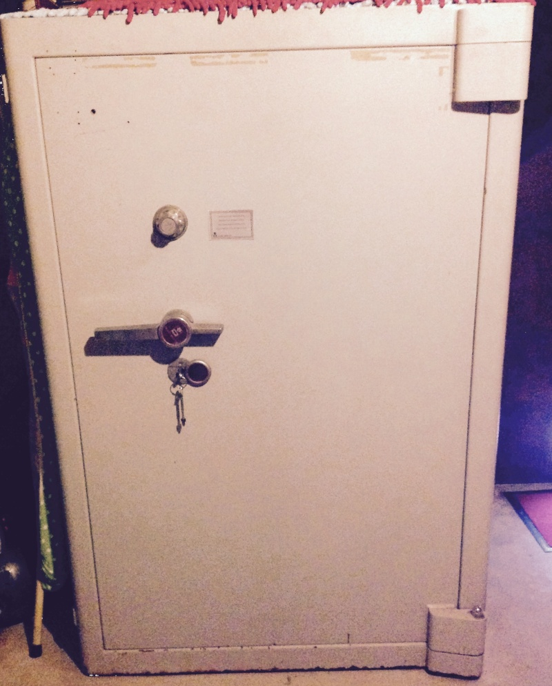 sos cherche renseignements sur ce coffre fichet nauche cf dabe 03 d. Black Bedroom Furniture Sets. Home Design Ideas