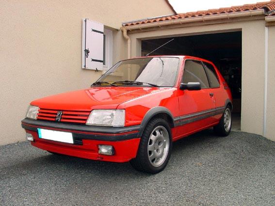 Passionauto43 205 gti gris futura devenu rouge vallelunga for Moquette rouge 205 gti neuve