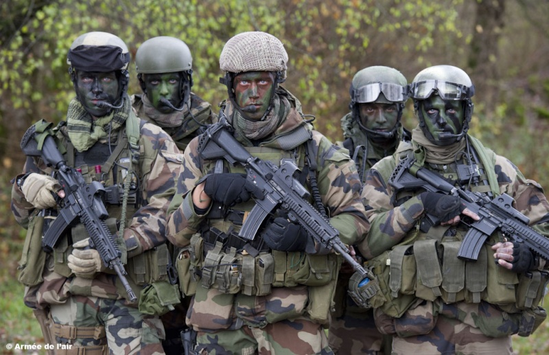 Commandos parachutistes de l 39 arm e de l 39 air - Port de la tenue militaire en retraite ...