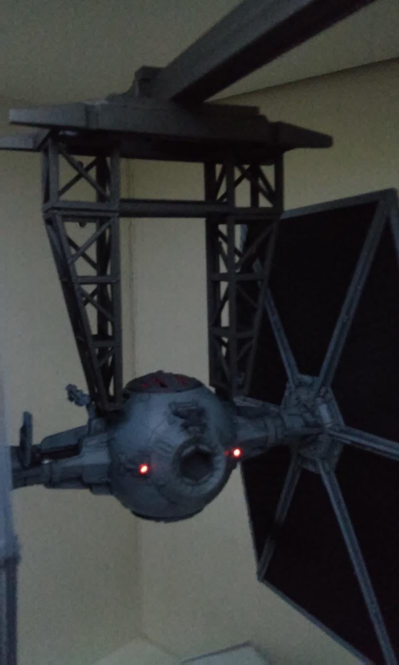 Star wars tie fighter au stand bandai 1 72 montage de for Montage des stands