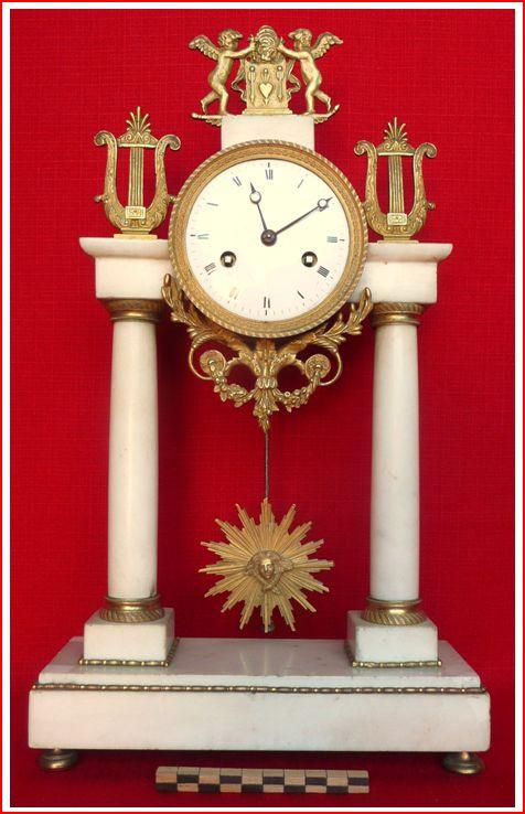 pendule  u00e0 colones  marble blanc et bronze  mouvement  u00e0 balancier