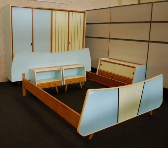 Chambres lits armoires et tables de chevet - Chevet architectuur ...
