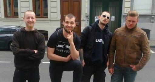 Les 4 agresseurs de Nation prenant la pause (photo tirée de l'article de La Horde)
