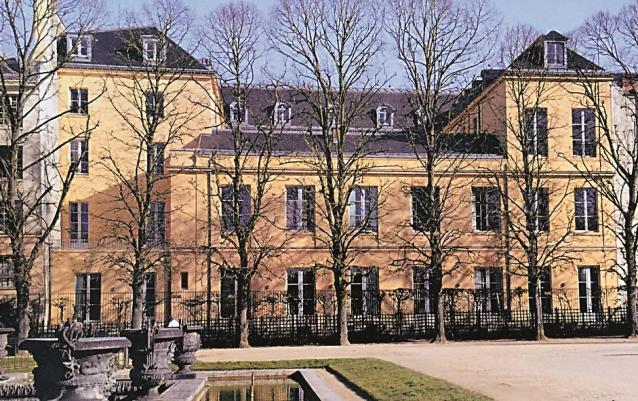 Versailles l ancien garde meuble du roi r habilit for Hotel meuble suisse genova