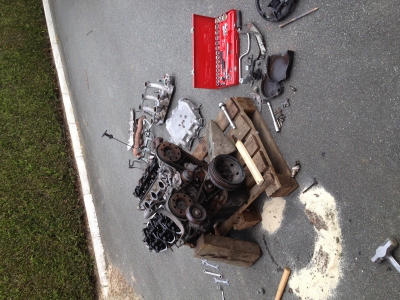 Voici le bloc moteur qui sera la base de ma table basse with table basse moteur voiture - Table basse moteur voiture ...