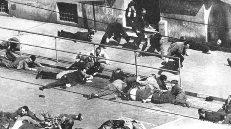 26 mars 1962 Alger rue d'Isly, pendant 12 minutes interminables, les militaires français tirent sur des FRANCAIS avec leurs drapeaux